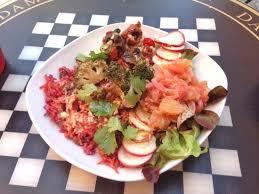 cuisine crudivore assiette froide courgette croquante deshydratée au falafel raita