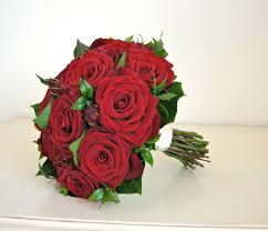 wedding flowers blog hannah u0027s wedding flowers red roses modern