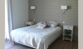 lambris pour chambre chambre couleur gris et bois lumineuse nolwenn kevell