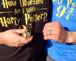 Harry Potter Wedding Rings by Harry Potter Proposal With Golden Snitch Ring Box Goes Viral