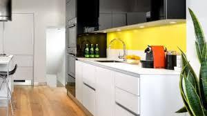 cuisine noir et jaune jaune couleur déco peinture inspiration côté maison