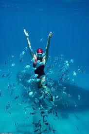 real life mermaid julia wheeler hold her breath underwater