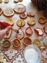 Decorate Christmas Tree Naturally by Best 25 Orange Christmas Tree Ideas On Pinterest Orange