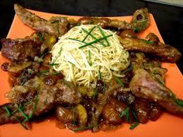 cuisiner aiguillettes de canard aiguillettes de canard aux mirabelles recette volailles et