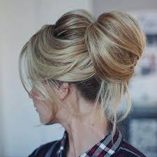 cuisiner des chignons chignon chic blond bun frange côté coiffure