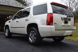 2007 cadillac escalade hitch cover installation pic s for my 2011 escalade with platinum dual exhaust