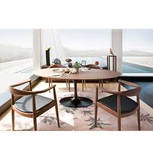 iconic saarinen table for interior design with relaxed impression