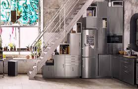 edelstahl küche deine metod küche edelstahl direkt unter der treppe verbaut