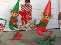 Diy Outdoor Christmas Decorations by Santa U0027s Elves Yard Display Elves Santas Workshop And Holidays