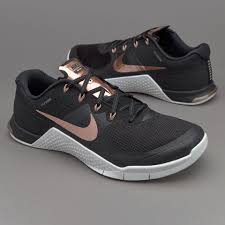 nike womens metcon 2 black mtlc red bronze summit white