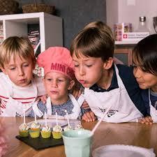 atelier enfant cuisine découvrez les cours de cuisine en groupe des papilles à la fête