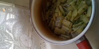 comment cuisiner les cotes de bettes côtes de bette facile et pas cher recette sur cuisine actuelle