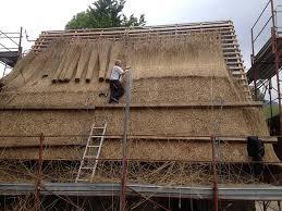 fienili di magasa l arte di rifare i tetti in paglia dei fienili di rest gardapost