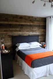 mur de chambre en bois couvrez le mur d une chambre avec palettes de boismeuble en palette