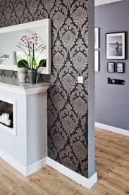 Wohnzimmer Streichen Muster Tapete In Schwarz Fürs Wohnzimmer 25 Ideen Und Beispiele