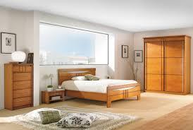 chambre en merisier déco chambre meuble merisier exemples d aménagements