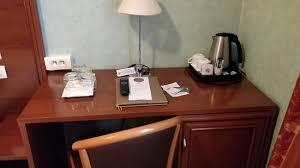 n馗essaire de bureau un bureau avec tout le nécessaire picture of hotel terminus lyon