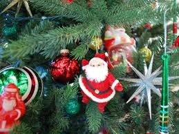 oh tree decorating with vintage santa claus dolls