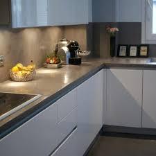 plan de travail cuisine blanche cuisine blanche plan de travail gris en photo