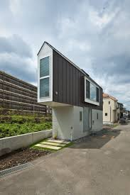 green river side house in horinouchi design by mizuishi architect