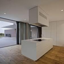 cuisine blanche ouverte sur salon salon et cuisine aire ouverte les meilleures ides de la catgorie