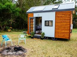 the aussie builder leading the tiny house movement brendan lee