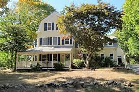 new england farmhouse gambrel style farmhouse