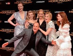 the hunger mockingjay part 2 cast in