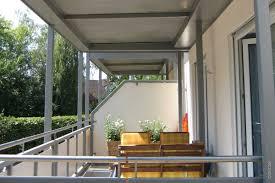balkon bodenbelã ge wohnzimmerz balkon platten with einbau auf bitumenbahn oder