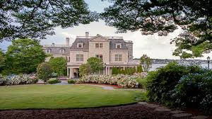 what are the best places to stay in newport newport us