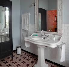 une salle de bain noire et blanche melangeant les styles salle de bain annee 30 http s click aliexpress com