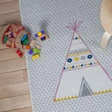 tapis chambre bébé for tipi bleu et rectangle tapis chambre bebe par