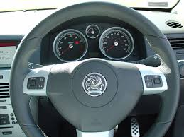 opel astra 2004 interior vauxhall astra hatchback 2004 2010 features equipment and