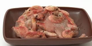 comment cuisiner les crevettes congel馥s cuisson de crevettes congelées dans une poêle à frire marinade