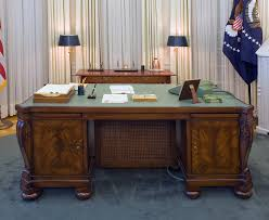 Oval Office Desk An Exhibit Of The Oval Office Of The White House As It Was During