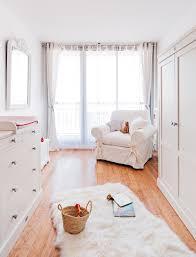 miroir chambre bébé tapis moelleux pour laisser jouer bébé en peau de mouton blanc sur