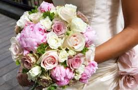 wedding bouquet cost how much do wedding flowers cost the wedding idea