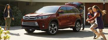 many seats are in the 2017 toyota highlander