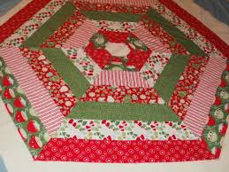amy made that by eamylove have a holly jolly tree skirt