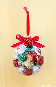 an easy to make colorful pom pom ornament