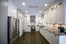 kitchen cabinets with gray floors white grey shaker kitchen cabinets white oak flooring