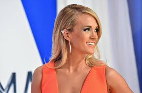 carrie underwood kicks thanksgiving at the waffle house