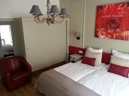 chambre avec miroir chambre avec miroir sur le coté picture of hotel roses strasbourg