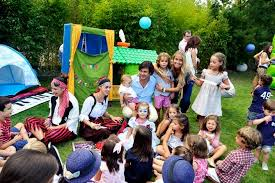 clown entertainer for children s kids party entertainer outdoors children s birthday party in london