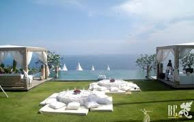 Beach Centerpieces For Wedding Reception by Love The Cushion Seating For This Beach Wedding Reception Hmmm