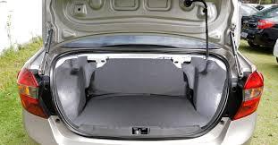 Popular Ford Ka sedan o pequeno Ford te surpreenderá com seu desempenho. &JB04