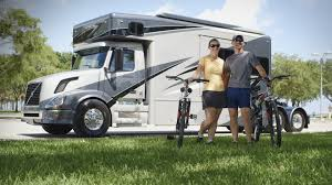 volvous volvo trucks us couple lives the good life on the road