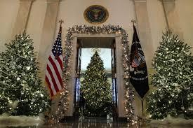 donald trump white house decor photos of the trump white house christmas decorations show it u0027s