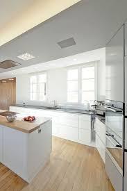 cuisine blanche parquet cuisine blanche 30 photos pour mettre du blanc dans sa cuisine