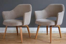 Saarinen Arm Chair Design Ideas Pair Of Eero Saarinen Executive Armchairs For Knoll At 1stdibs
